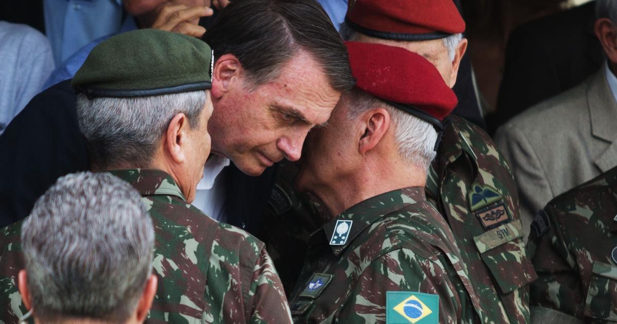 Bolsonaro diz que militares que receberam auxílio emergencial são jovens do serviço obrigatório