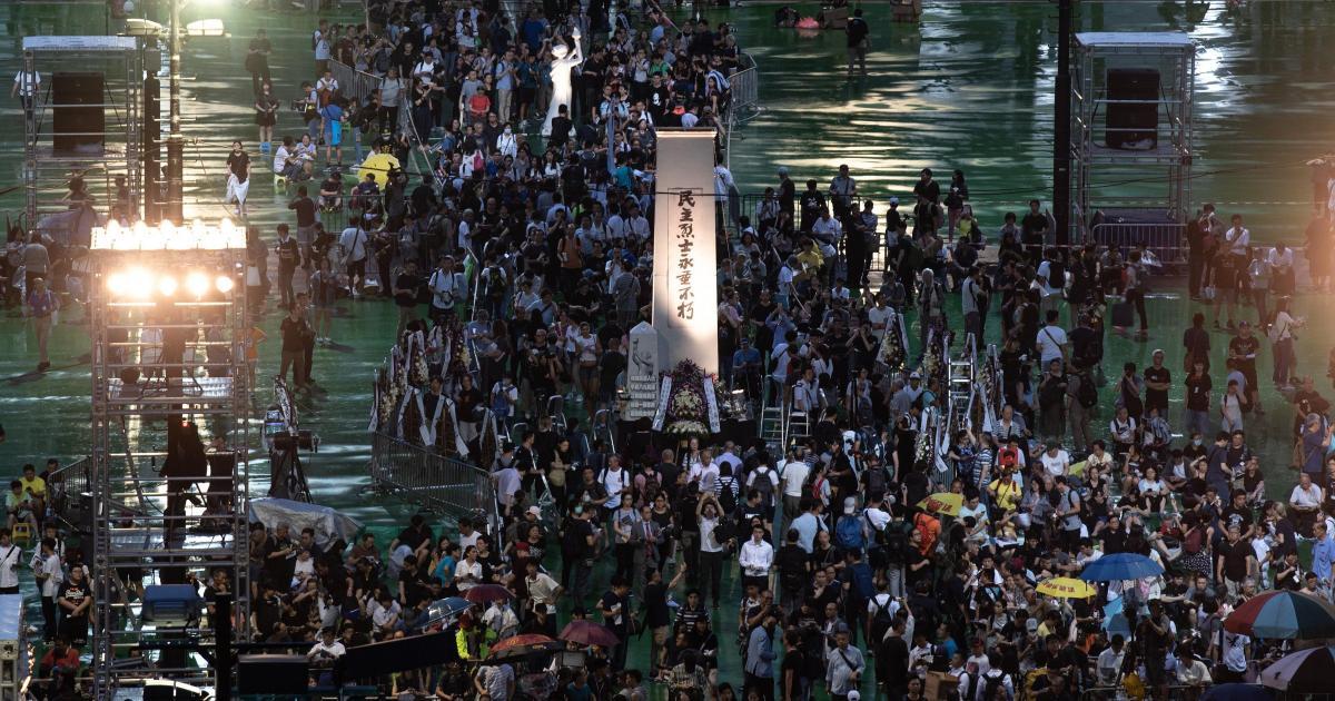 Apesar de ordens do governo, população de Hong Kong lembra 30 anos de massacre em Pequim