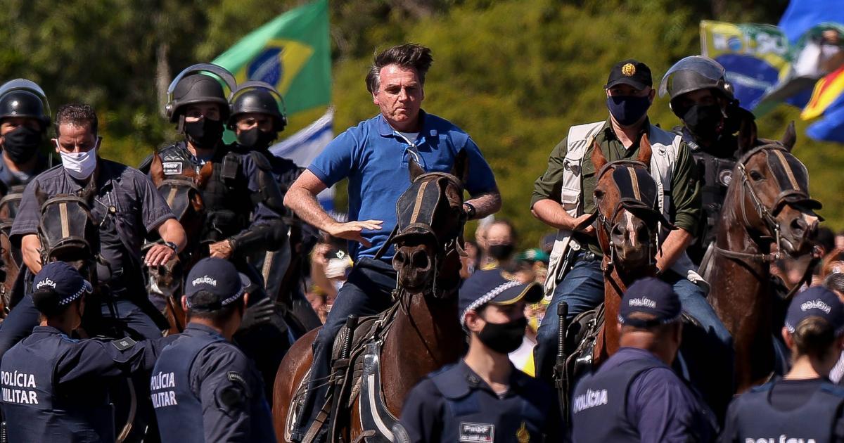 Bolsonaro diz que tomará 'medidas legais' contra 'abusos' de outros poderes