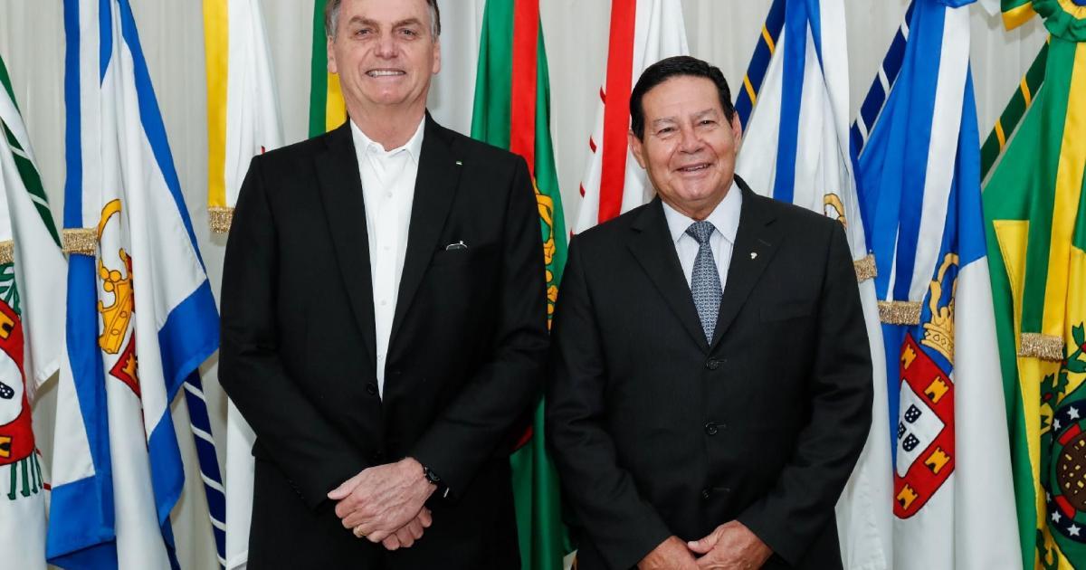 TSE arquiva ação contra chapa Bolsonaro-Mourão por outdoors em 2018