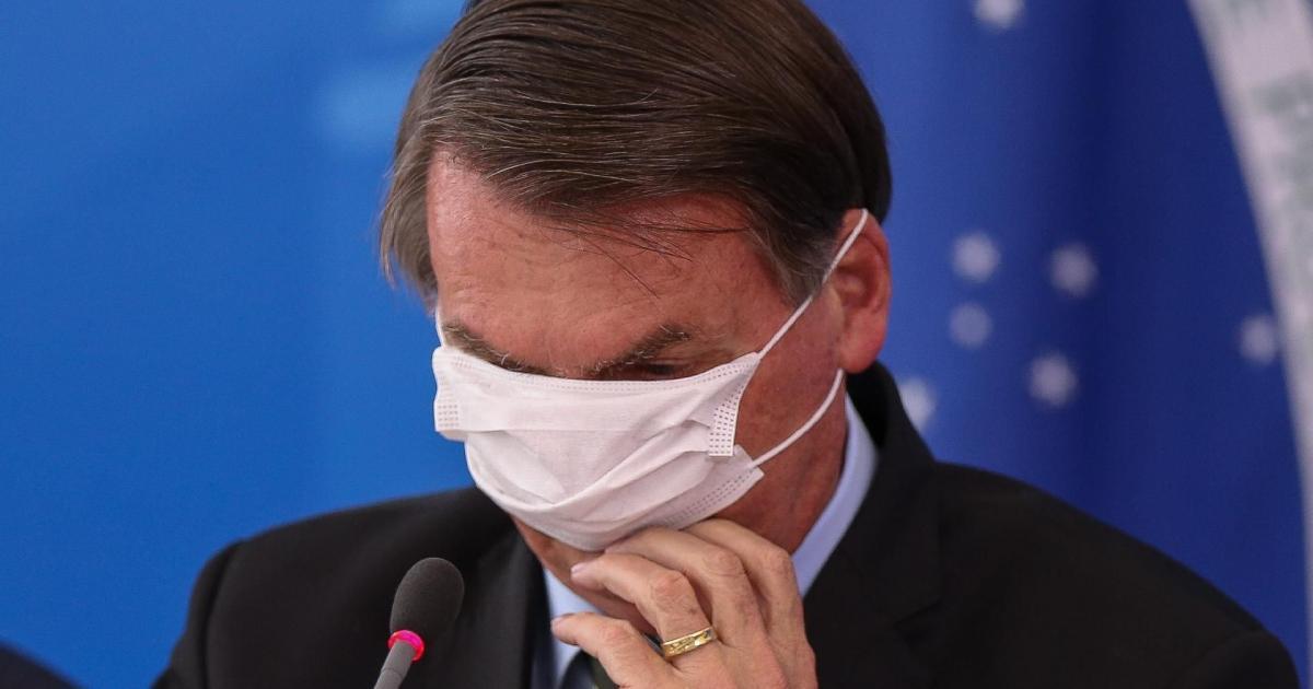 Bolsonaro veta trechos importantes da lei que obriga uso da máscara em locais públicos