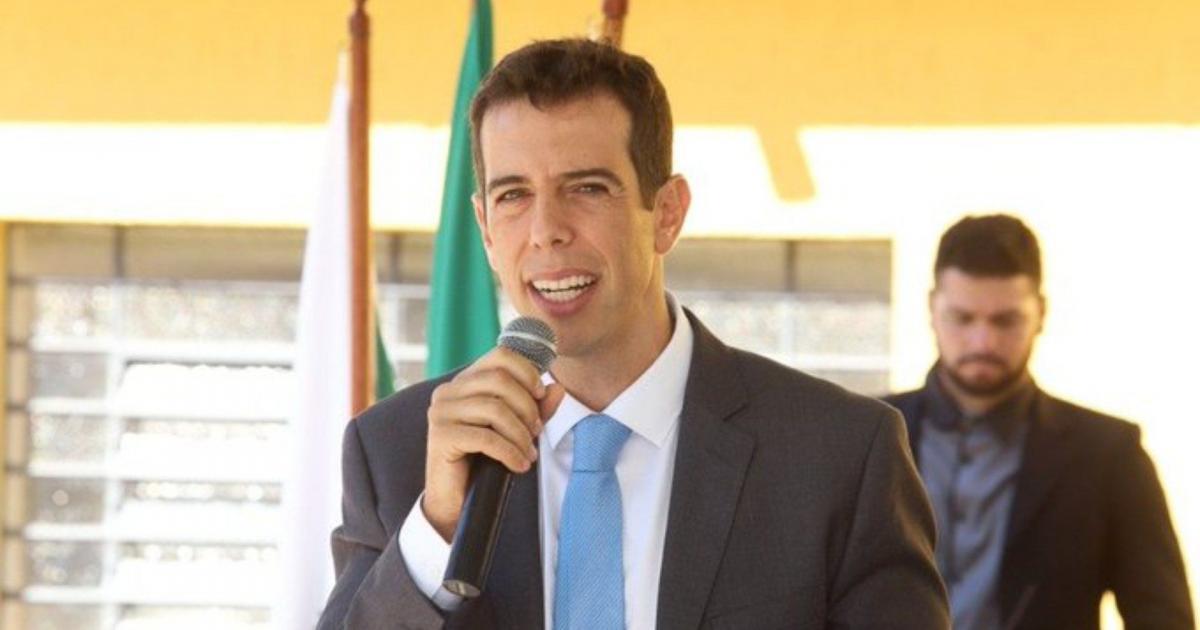 Olavistas e militares são contra Renato Feder comandar o MEC