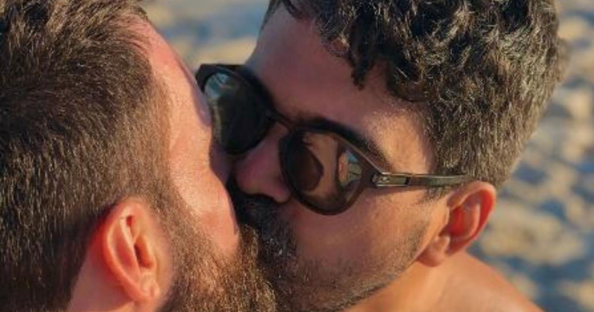 Instagram remove foto de homens se beijando e usuário acusa aplicativo de homofobia