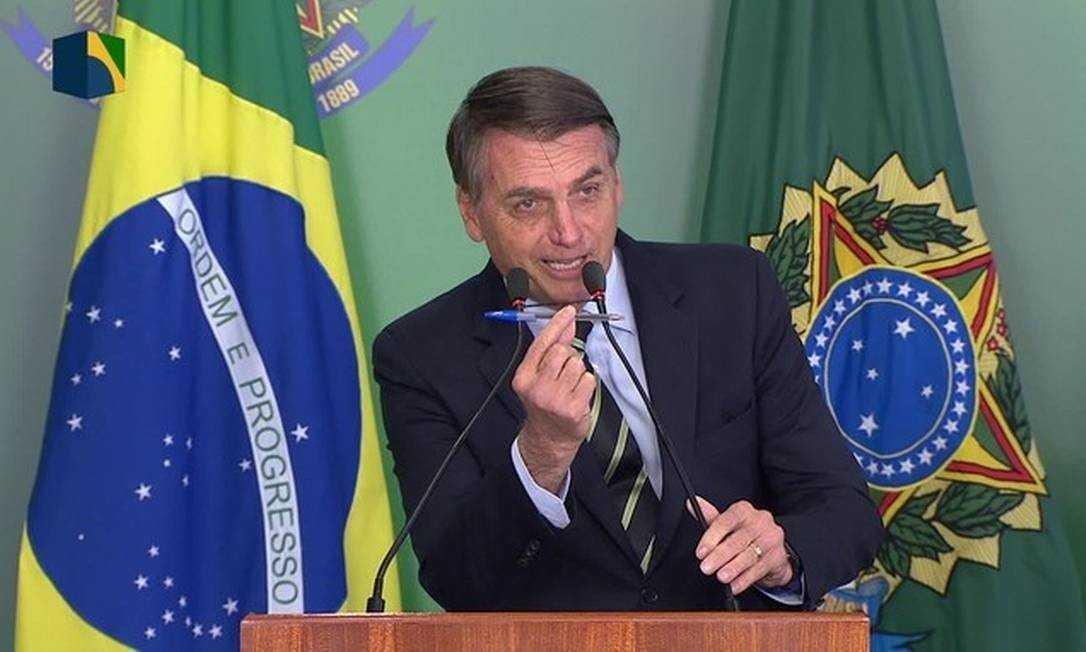 Após veto, Bolsonaro volta a afirmar que vai propor medida para atender 'justa demanda' de igrejas