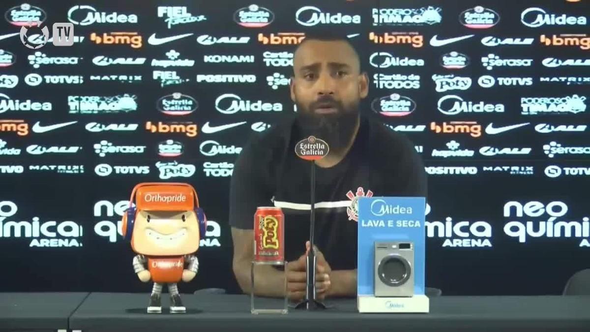 """Coelho evita falar de futuro e explica missão no Corinthians: """"Quero que eles voltem a sorrir"""""""