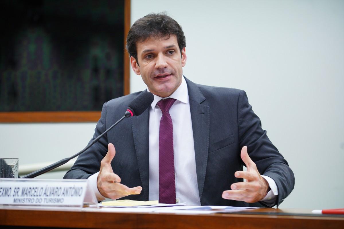Marcelo Álvaro Antônio, ministro do Turismo, está com Covid-19