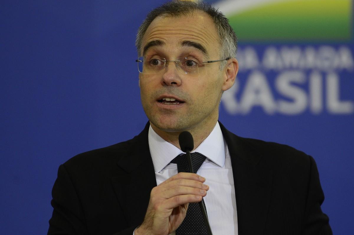 Internado desde domingo, ministro da Justiça, André Mendonça, tem alta do hospital