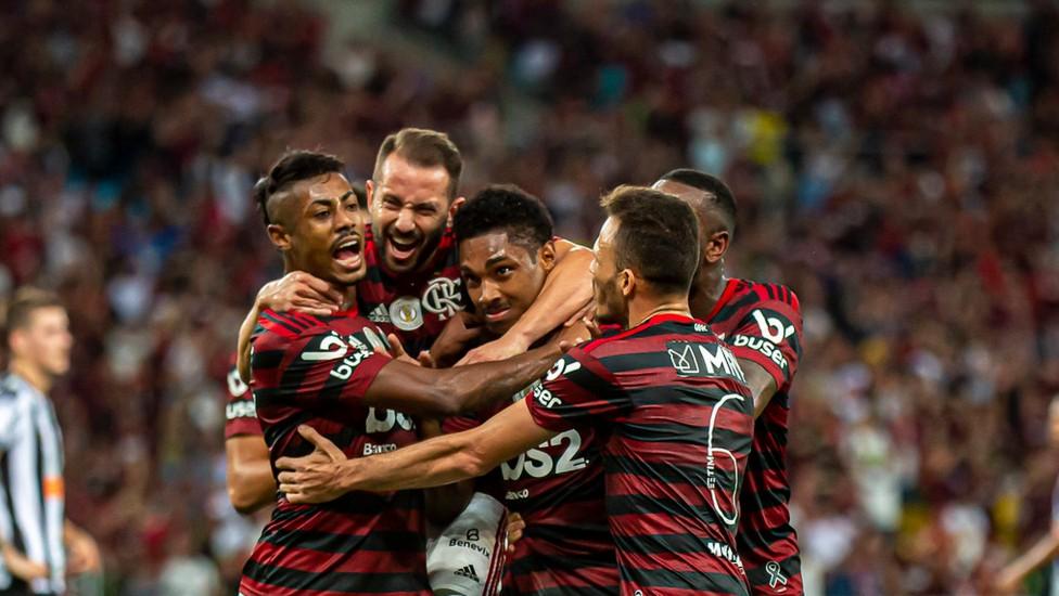 Vitinho é o setimo atleta do Flamengo com Covid-19 no Equador