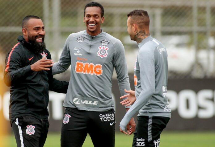 Dia mais leve, menos regras, vídeos curtos e intensidade: como Coelho tenta mudar o Corinthians