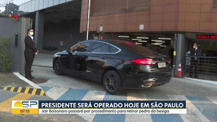 Bolsonaro chega a hospital de SP para passar por cirurgia de retirada do cálculo da bexiga