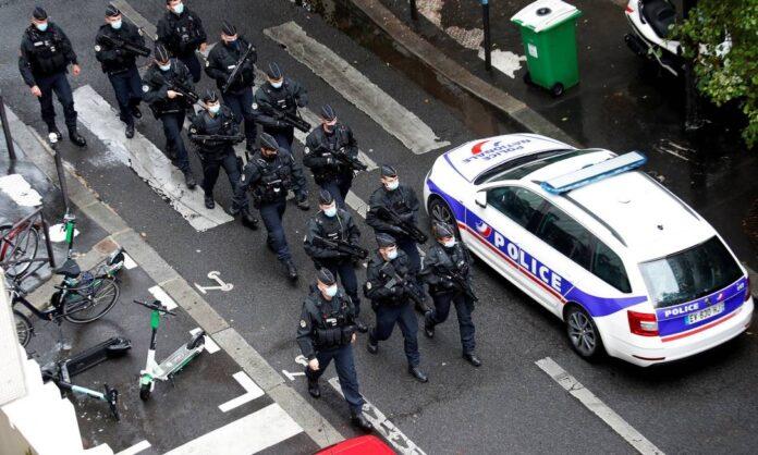 Suspeito de ataque com faca em Paris confessa que agiu contra Charlie Hebdo