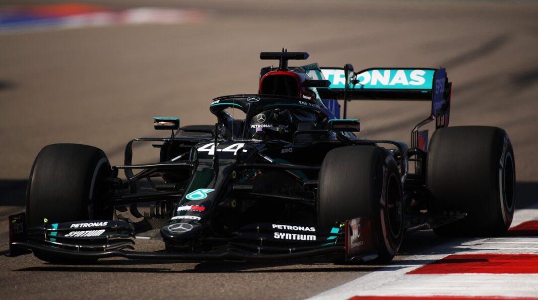 GP da Rússia: Hamilton passa susto no Q2, mas sobra no Q3 e crava pole número 96 na F1