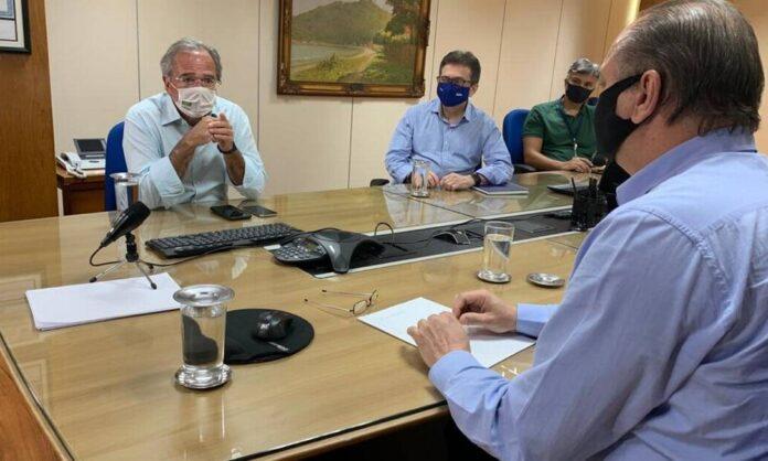 Guedes e líder do governo acenam com novo imposto para bancar ampla desoneração da folha