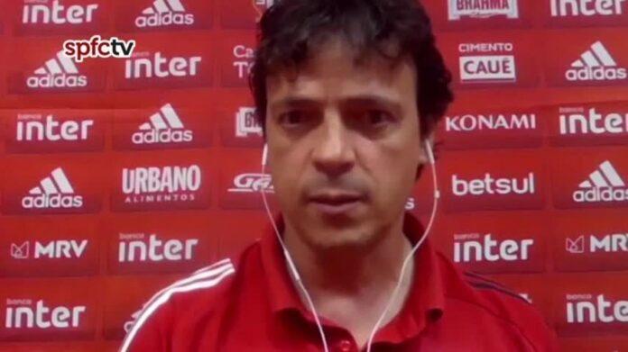 Diniz elogia atuação do São Paulo no empate com o Inter e diz que torcida tem razão em protestar