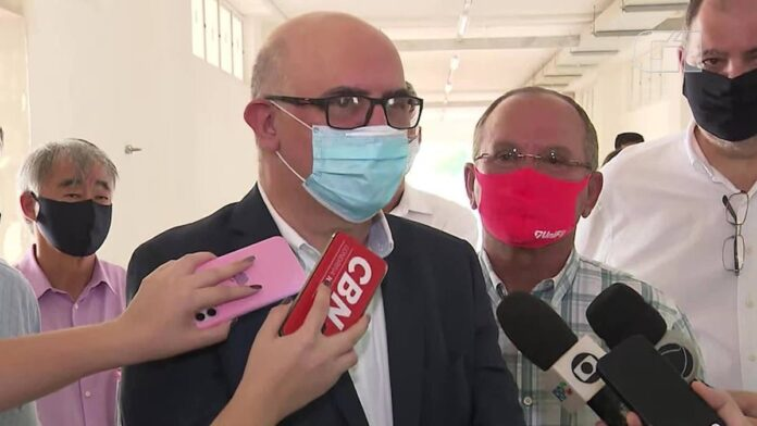 Tenho as minhas convicções, mas sou ministro de todos, diz Milton Ribeiro, do MEC