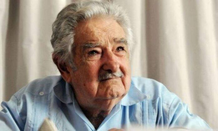Mujica anuncia saída da política por sofrer de doença imunológica crônica